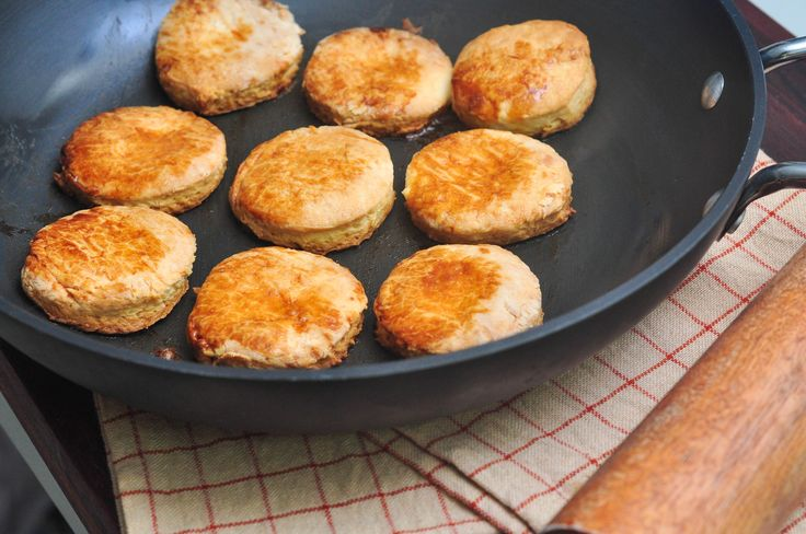 Hardees is known for their home-style biscuits as well as their burgers. They use a version of their biscuit recipe for breakfast buns, biscuits and gravy and cinnamon buns. You can make Hardees-style biscuits at home, with old-fashioned...