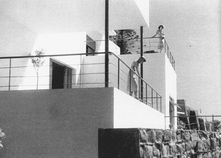 Bernardo Rudofsky with Luigi Cosenza. Casa Oro, Napoli, 1935–37. Exterior view with terrace.