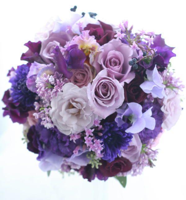 透き通るようなラベンダー色のドレスにあわせた紫のブーケ。でもあんまりぼやけないようにぱきっとした紫もいれて、ということでおまかせいただいた花あわせでした。...