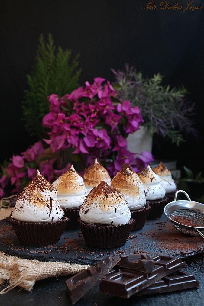Cápsulas de chocolate negro rellenas de crema pastelera de chocolate y merengue tostado - Mis Dulces Joyas