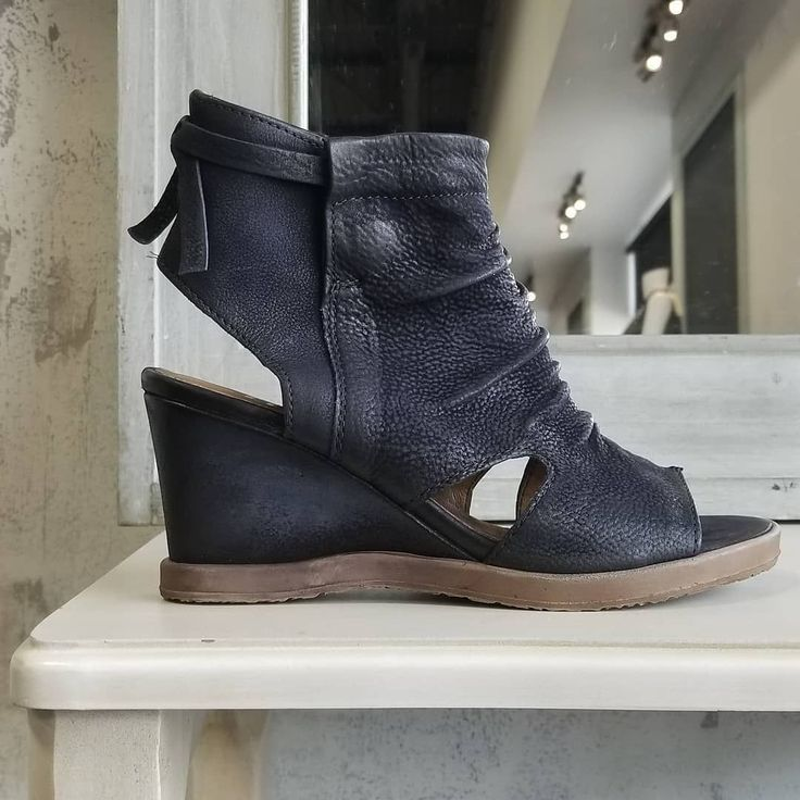 "Anything black can do NAVY can do  better Feature style ""Carlisle"" by Mjus  #wedges #mjus #sandals #italian #summer #spring #ootd #fashion #instafashion #style #instastyle #shopping #supportlocal #grandeprairie #onlineshopping #canadianfashion #fashion #blogger #fashionblogger #followusoninstagram @mysoleaddiction #italianfashion"