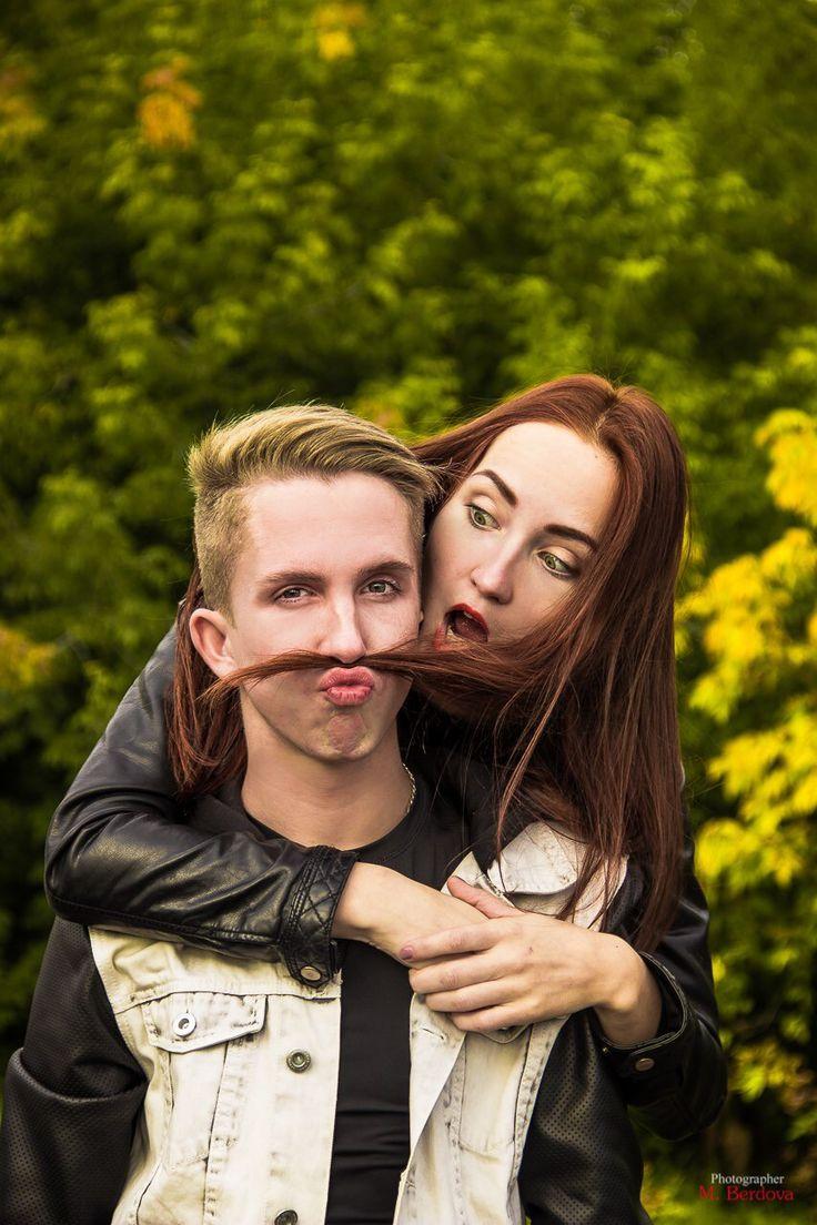 Пара брат сестра фотосессия веселье фото осень
