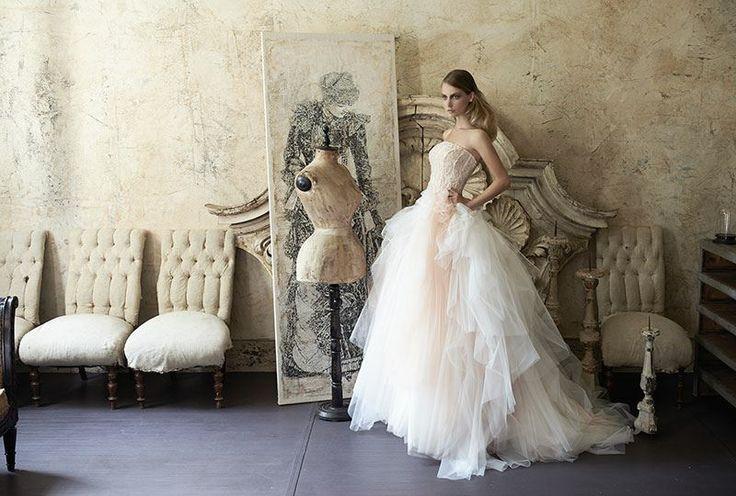 Collezione Vision 2014 - Elisabetta Polignano: abito da sposa con corpetto rigido e gonna ampia color cipria #likeaprincess #wedding #weddingdress #weddinggown #abitodasposa #minidress