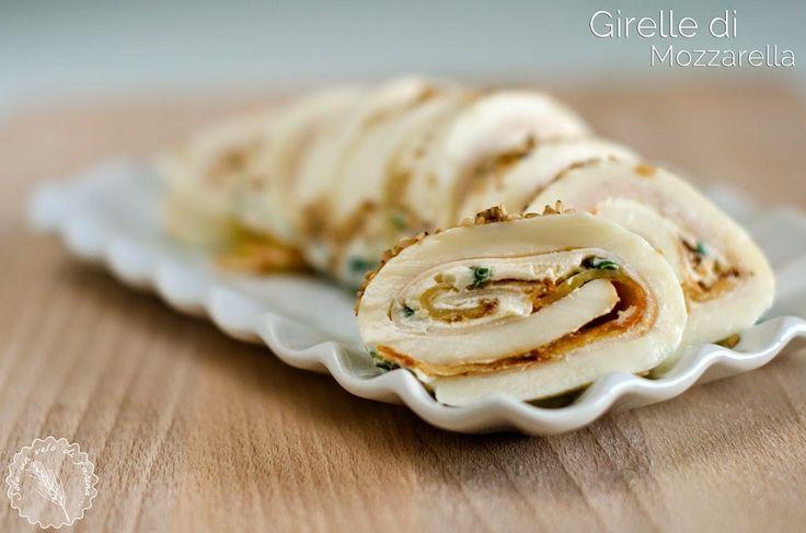 Girelle di mozzarella con tacchino, chips di patate e panna acida