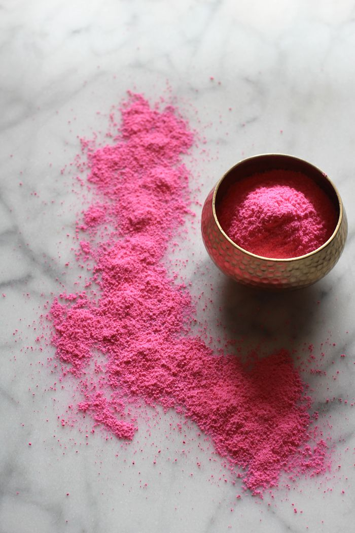 By now I'm sure you're getting a little sick of this pretty pink powder  but it was a funnest Summer activity and makes for some really beautiful  photos. I thought I'd share an easy DIY!  I've always wanted to visit India, especially during the Holi festival in  the Spring. There's something m