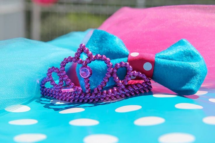 Bow Ties Or Tiaras My Gender Reveal Party Pinterest