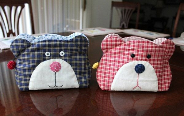 Japanese patchwork teddy bear quilt bag / zipper pouch sewing purse. Free step by step tutorial and pattern