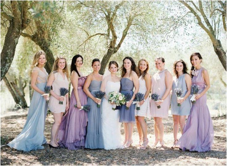 Brautjungfernkleider Bilder - Modelle in unterschiedlichen, aber ähnlichen Nuancen
