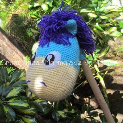 Patrones Amigurumi: Caballito de madera para niños