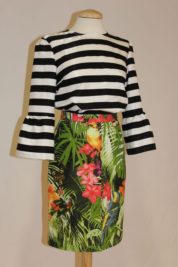 Nos encanta la mezcla de ESTAMPADOS en verano! ☀☀ Blusa de rayas y falda con print tropical BelleChic, dos prendas estrella para vuestros looks veraniegos   BLUSA > http://www.colettemoda.com/producto/blusa-rayas/ FALDA > http://www.colettemoda.com/producto/falda-tropical/  #colettepalencia #moda #estilo #rebajas