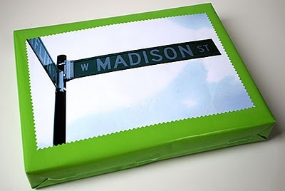 take a picture of a street sign matching your recipient's name and top the gift with it ... great idea for a gift tag!: Gift Wrapping, Creative Gifts Wraps, Street Signs, Gift Tags, Photo Gifts, Gifts Idea, Gifts Tags, Gifts Blog, Wraps Idea