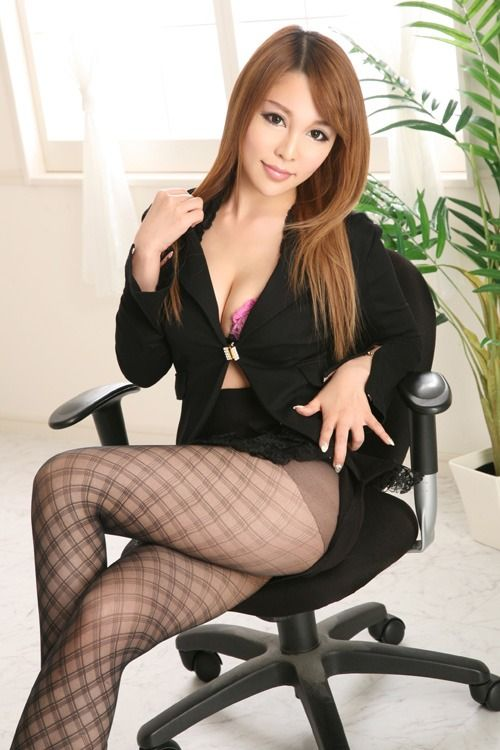 Japanese secretary is used by her boss at the restaurant - 5 7