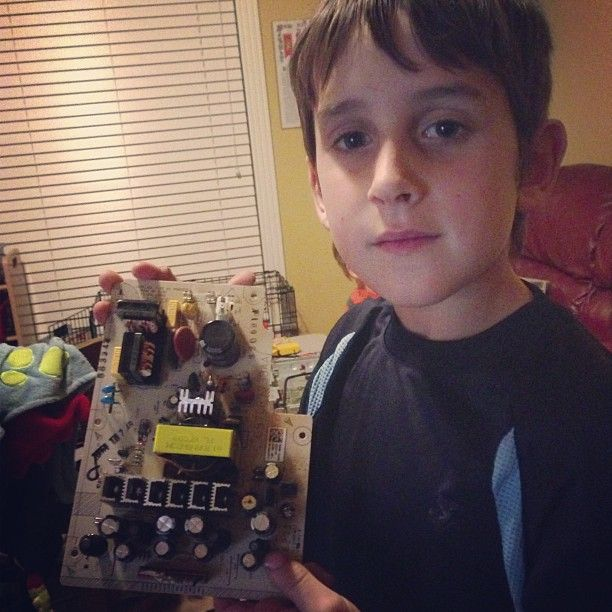 NextGen Homeschool - Tuesday's Tip: Must-have electronics kit for kids