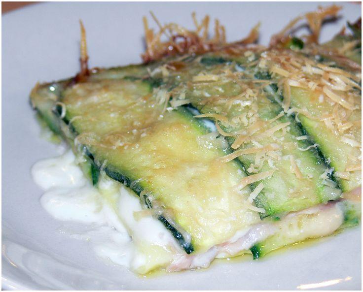 Parmigiana di zucchine con prosciutto e formaggio