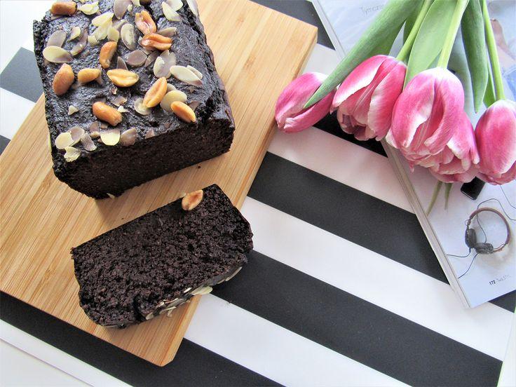 Jaglane brownie to propozycja dla fanów brownie, kaszy jaglanej i tych, którzy do pieczenia mają dwie lewe ręce. Jest bez cukru i glutenu!