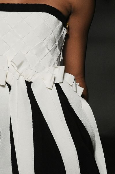 .sweetRibbons Bows, Fashion, Style, Black And White, Dresses, Black White, Ribbons Details, Blackwhite, Moschino