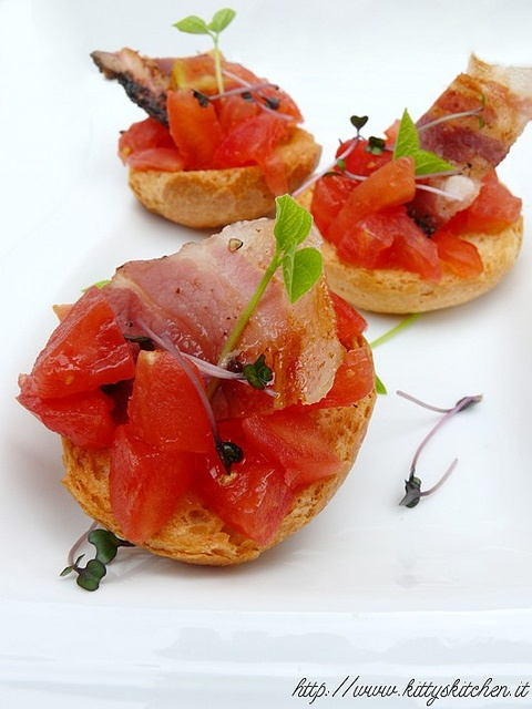 Italian Recipes...  Tapas datterini, bacon e germogli