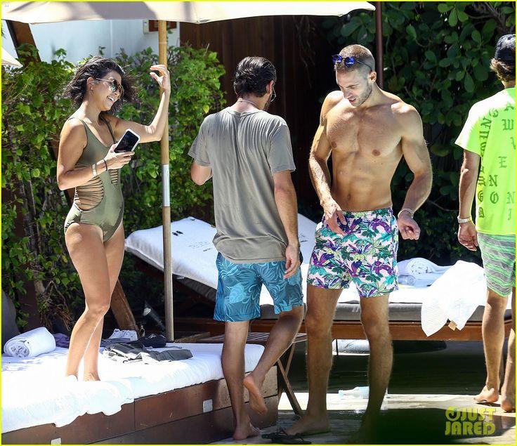 Kourtney Kardashian Slips Into Same Swimsuit as Ariel Winter!