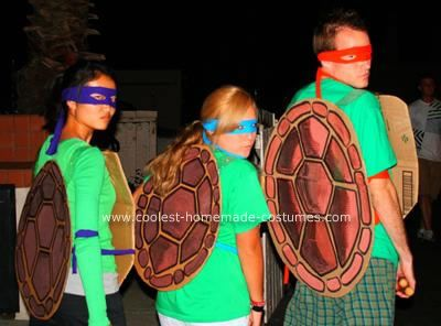 Homemade Ninja Turtles Halloween Costumes: I made these Homemade Ninja Turtles Halloween Costumes the day before Halloween, but they were easy to make, fun, and was under $10.   First I made the