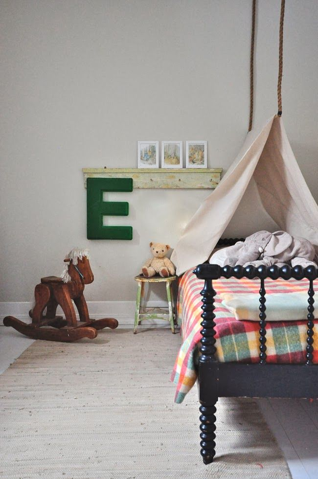 Make a tent bed for your kid! eclecticallyvintage.com