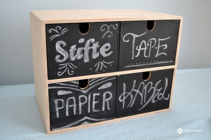 Heute unser IKEA-hack Moppe restyling. Wer hat sie nicht, die kleine Mini Kommode mit den Schubladen? Hier eine super einfache Idee für einen neuen Look.