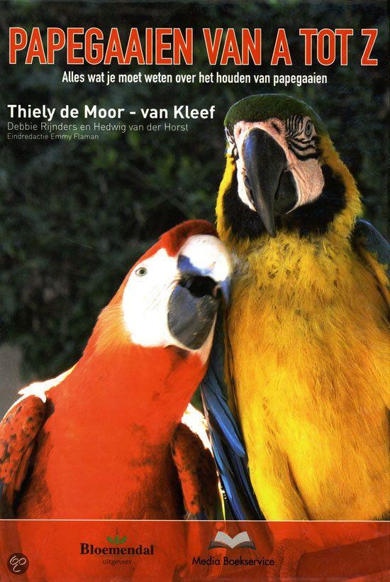 Papegaaien zijn al eeuwenlang populaire huisdieren. Het toenemende aantal kwekers en een lagere aanschafprijs zorgen ervoor dat het aantal papegaaienhouders toeneemt. Dit handboek biedt papegaaienhouders praktische informatie over het houden van deze vogels.