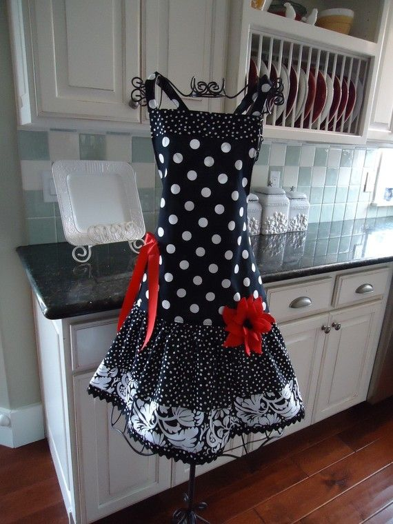 4RetroSisters - Ellie Style Womens Full Apron -  Little Black Apron via Etsy