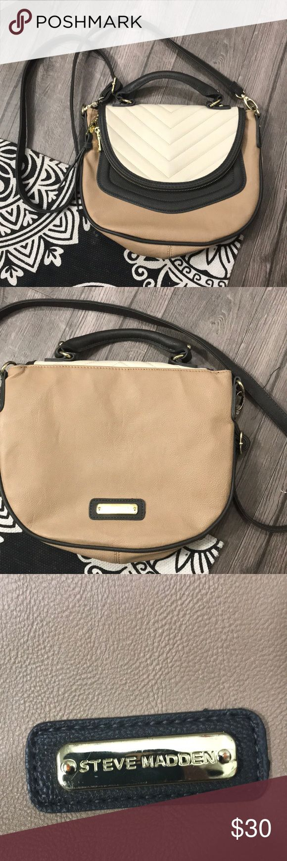 Steve Madden Purse Steve Madden Purse! Beige and gray! In great shape! Steve Madden Bags