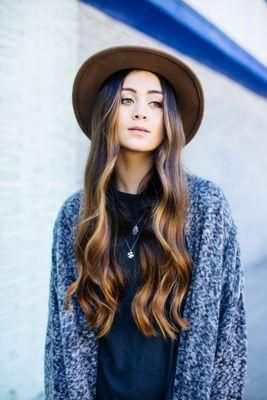 Jasmine Thompson is a new young musician, famous for his covers channel in Youtube. Famous worldwide thanks for being the voice in electronic single for Robin Schultz and Felix Jaehn.
