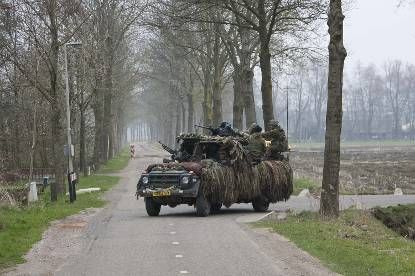 Een LSV had een bemanning van 2 personen, terwijl het nieuwe voertuig 3 militairen, een zwaar machinegeweer, 2 lichte machinegeweren en GILL-antitankraketten meevoert