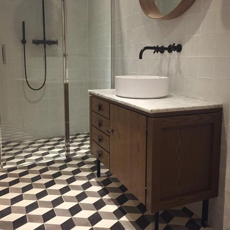 17 beste idee n over badkamer vloertegels op pinterest badkamer vloer familie badkamer en - Tegel patroon badkamer ...