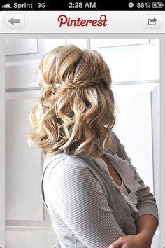 Mögliche Hochzeit Haare. Halb oben / halb unten mit Geflecht.   – Hair