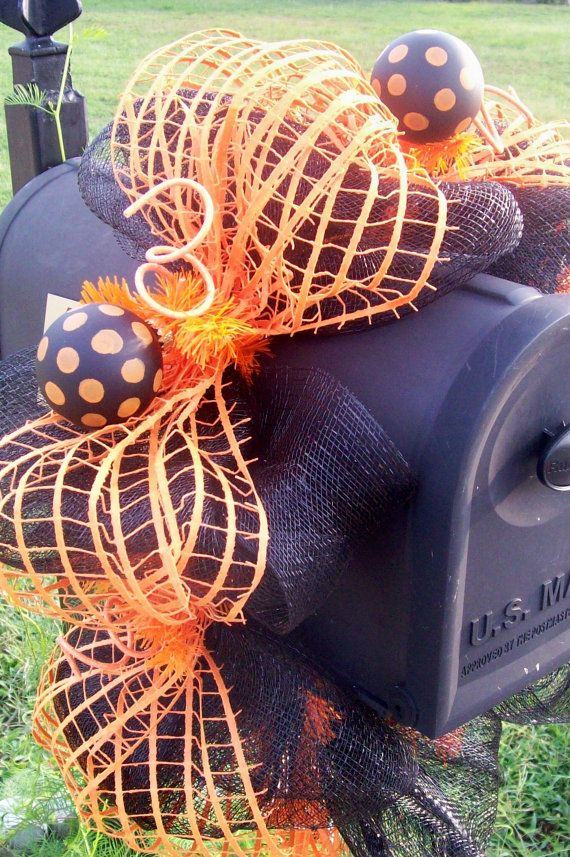 mailbox swag wreath for halloween to match in with ur house wreath?!  :-)
