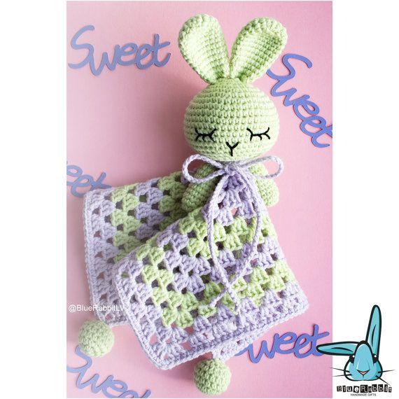 Crochet doudou pour bébé de violet et vert pastel par BlueRabbitLV