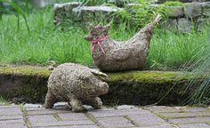 Duftende Tiere aus Heu selber basteln -  Huhn und Schweinchen aus Heu sind kinderleicht nachzubasteln. Ihr würziger Duft erinnert an frisch gemähte Sommerwiesen.