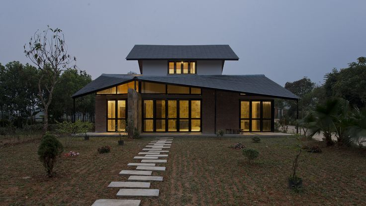 Image 1 of 25 from gallery of Folded Roof House / TOOB STUDIO. Photograph by Lê Anh Đức