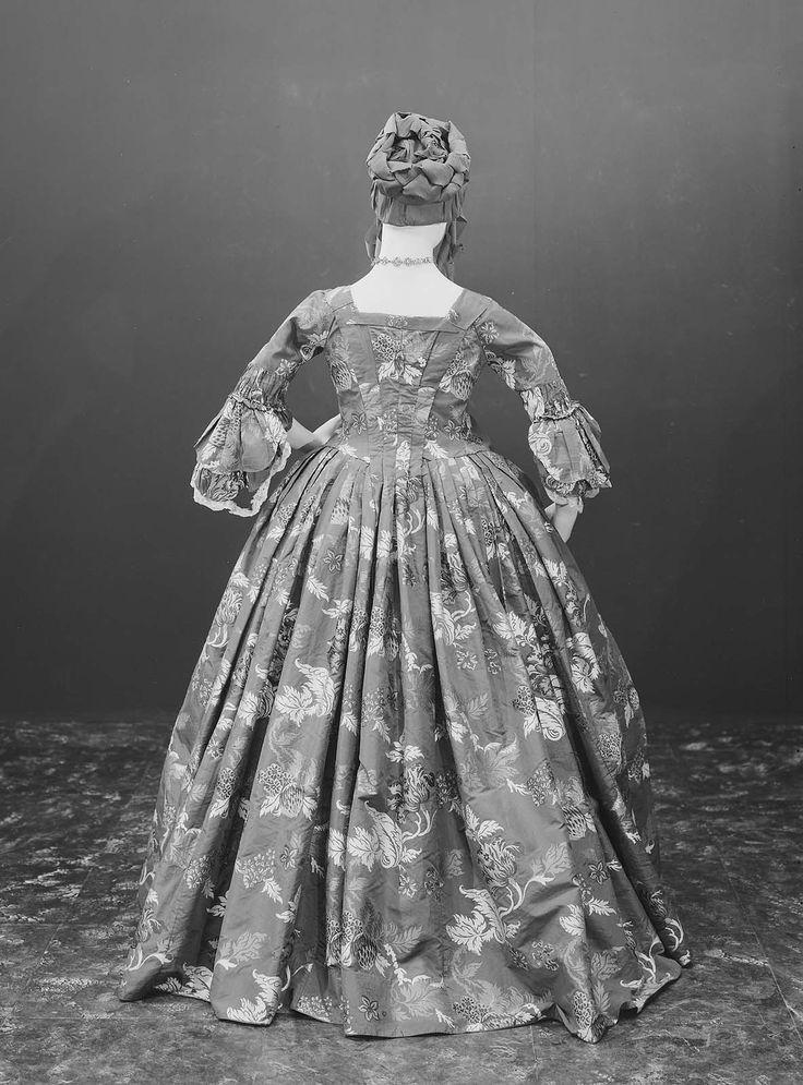 Dress | Museum of Fine Arts, Boston Remodeled 1763. Silk: England (Spitalfields), design about 1740.