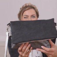 Avoir un sac unique et personnalisé est maintenant à la portée de toutes et tous! Pour ce tuto, la blogueuse Alexandrine propose un sac réversible pour s'adapter à chaque moment de la journée. En mixant les textiles noir et blanc de chez Mondial tissus, Alexandrine réussit à créer deux looks: un sac blanc pour la journée et une pochette noire pour la soirée. Pour ce DIY d'une heure trente, vous aurez seulement besoin d'une machine à coudre, de vos tissus et de votre talent! A vous de ...