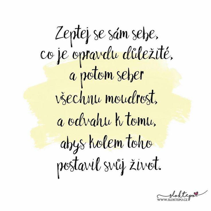 Existují dva způsoby, jak žít život. Ten první je myslet si, že nic není zázrak. Ten druhý je myslet si, že všechno je zázrak. - Albert Einstein- ☕ #sloktepo #motivacni #hrnky #miluji #kafe #citaty #darek #domov #dokonalost #stesti #rodina #pozitivnimysleni #laska #czech #czechgirl #czechboy #praha