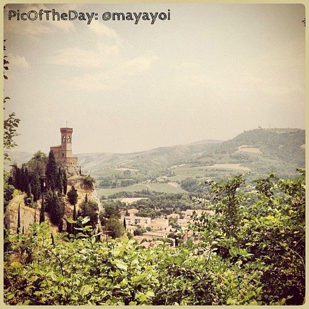 La #PicOfTheDay #TurismoER oggi passeggia nei dintorni della torre dell'orologio di #Brisighella, #Ravenna. Complimenti e grazie a mayayoi :)