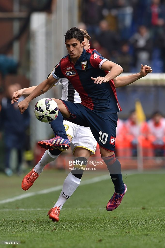 Diego Perotti of Genoa CFC controls the ball during the Serie A match between Genoa CFC and Udinese Calcio at Stadio Luigi Ferraris on April 4, 2015 in Genoa, Italy.