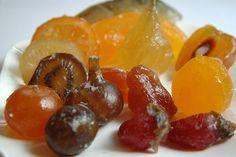 """dulce cristalizado...– Dulces cristalizados. Se trata de una serie de frutas sumergidas en azúcar o piloncillo hirviendo hasta que queden como """"joyas"""". Entre las frutas más usadas para este fin está la piña, nopal, chile manzano, chayote, manzana, kiwi, entre otras."""