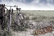 """Cartolina del progetto """"Reuse: pedalando contro la crisi"""", tesi di laurea in Design di Interni di Céline Caratozzolo.(Fotografia: Fabio Funky)"""