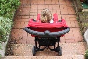 Pratici, affidabili e sicuri, i passeggini Baby Jogger hanno il telaio in alluminio super leggero e le ruote piroettanti che si adattano a qualsiasi tipo di terreno, inoltre, sono bloccabili in modo rapido e sicuro. Io ho avuto modo di provare il City Mini ZIP e la mia esperienza d'uso è stata ottima