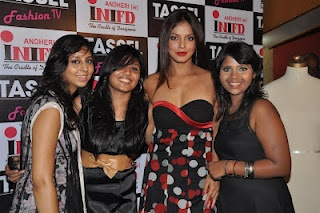 Neetu Chandra at The TASSEL Designers Awards 2012 By iNIFD. | Bollywood Cleavage