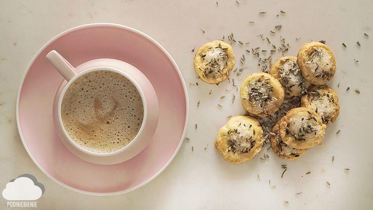Lawendowy smakołyk - maślane ciasteczka na klasycznym maśle FINUU autorstwa @PodNiebienie #lawendowe #ciastka #lawenda #PodNiebienie #lavender #lavendercookies #cookies #finuu #finuupl #buttercookies #przepisy #inspiracje