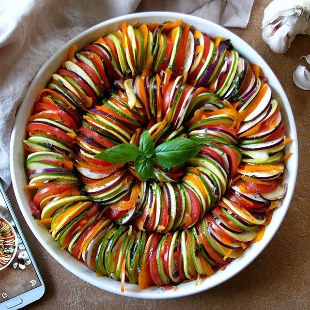 Want to learn how to make Classic #Ratatouille?  Head over to our snapchat (thefeedfeed) where…