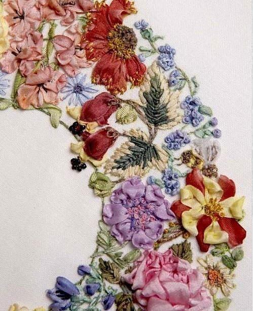 Объёмная вышивка Ди ван Никерк
