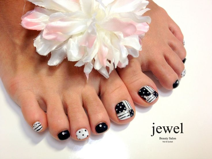 Black & white pedi toe nail art design