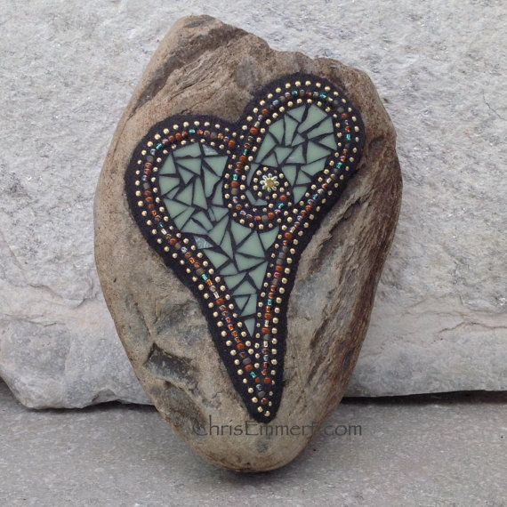Olive Garden With Amberstone: 1000+ Ideas About Mosaic Rocks On Pinterest